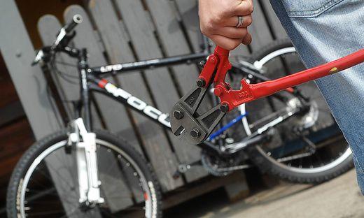 Mit einem Bolzenschneider wurde das Fahrradschloss durchtrennt (Symbolfoto)