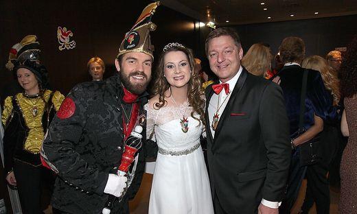 Prinzessin Julia V. und Prinz Fidelius LXI. mit Bürgermeister Günther Albel, erstmals Hausherr beim Fasching