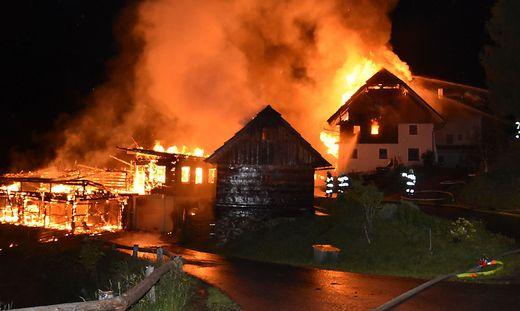 Wirtschaftsgebäude und  Wohnhaus in Oberwölz in Flammen.