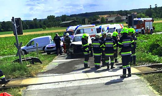 Unfall bei einem Bahnübergang in Weinberg an der Raab (Fehring)