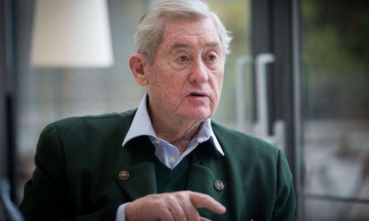 Hannes Androsch oesterreichischer Unternehmer sowie ehemaliger Politiker (SPOe) und ehemaliger Steuerberater Interview im Ausweichhotel fuer das VIVA , Lakes Poertschach