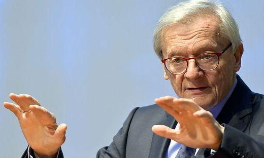 """Wolfgang Schüssel: """"Macron brennt manchmal zwanzig Feuerwerke gleichzeitig ab"""""""