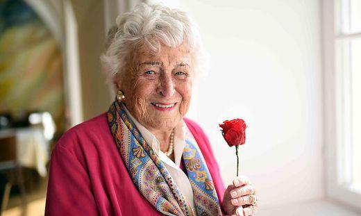 Auch mit ihren 100 Jahren ist Vera Defner geistig und körperlich fit
