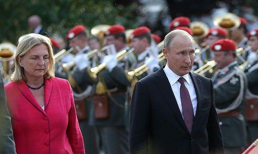 Kneissl und Putin bei seinem Arbeitsbesuch in Wien im Juni