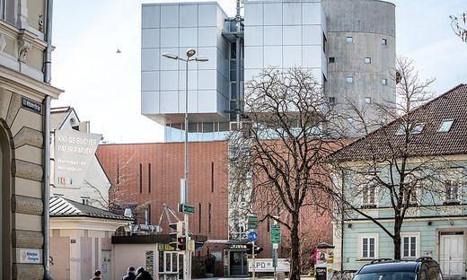 In der Landesleitzentrale in Klagenfurt werden jetzt alle Notrufe bearbeitet