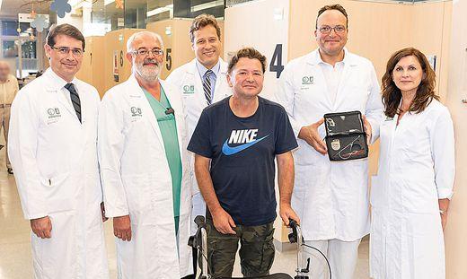 Emanuel Schigan (Mitte) und sein Ärzteteam
