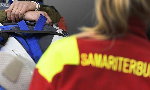 Der Verletzte wurde von Mitarbeitern des Samariterbundes ins LKH Villach eingeliefert