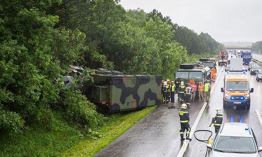 Der umgestürzte Army-Laster