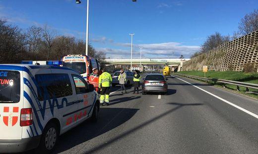 Motorradlenker bei Unfall auf Südautobahn schwer verletzt