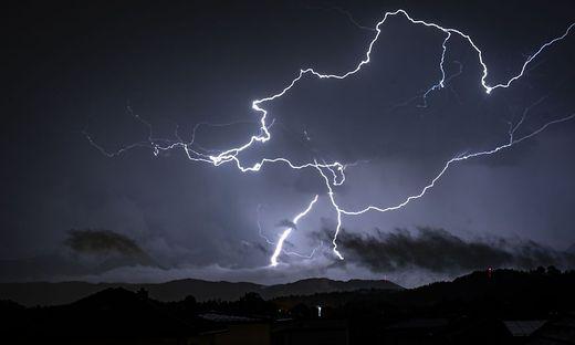 Wenn zwischen Blitz und darauffolgenden Donner weniger als 30 Sekunden vergehen, ist es Zeit, Schutz zu suchen