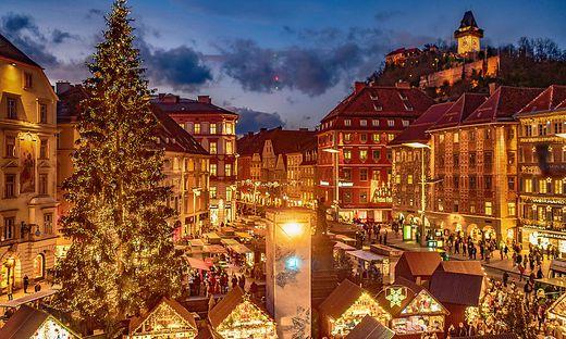 Am heutigen Samstag werden zum ersten Mal die Lichter am Weihnachtsbaum auf dem Grazer Hauptplatz leuchten