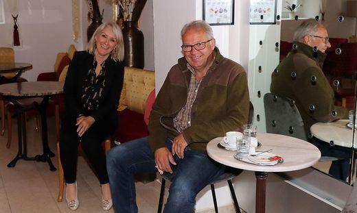 Neues Café: Lilly Wintschnig mit Vermieter Wolfgang Herzog