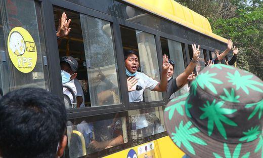 360 Männer und 268 Frauen wurden aus dem Insein-Gefängnis entlassen