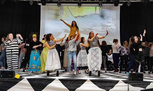 """Die Schüler des BORG brachten im Februar """"Die Fledermaus"""" auf die Bühne"""