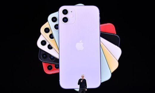 Apple-Chef Tim Cook bei der Präsentation neuer iPhones