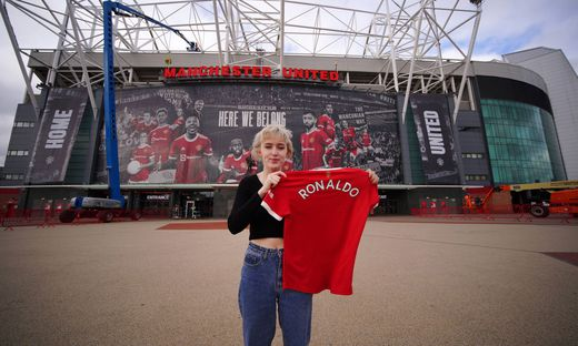Juventus agree Cristiano Ronaldo transfer to Manchester United, ManU Manchester United fan Martha Quinn outside Old Traf