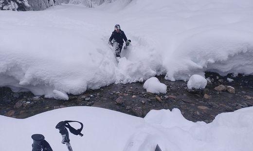 """""""In einer Stunde kamen wir nur 100 Meter weiter"""", sagt Aryo Winterblack. Hier in unwegsamen Geländem bevor er gerettet wurde"""
