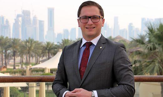 Der Südoststeirer Felix Schwarzl arbeitet im Intercontinental Doha als Roomservice Manager.