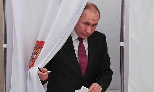 Putin bei der Stimmabgabe