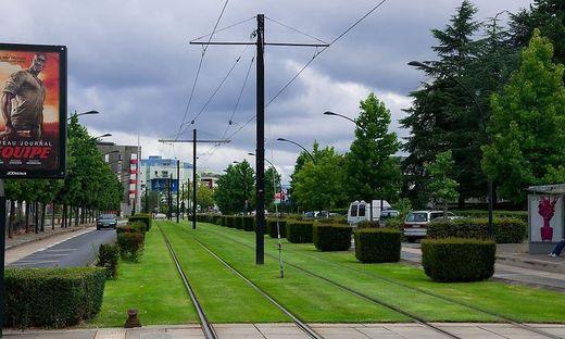 In Nantes setzt man auf Rasengleise