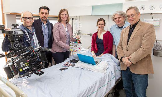 Enrico Jakob, Hary Prinz, Babara Eibinger-Miedl, Miriam Stein, Wolfgang Murnberger (Regie) und Klaus Lintschinger (ORF) am Set des neuen ORF-Landkrimis am LKH West