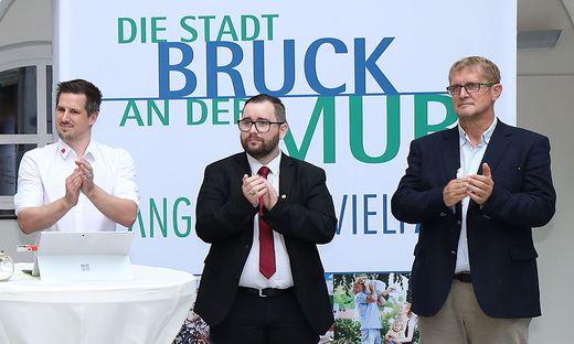 Sebastian Wintschnig (links) zog in den Gemeinderat, wo Jürgen Klösch und Siegfried Schausberger bereits vertreten sind
