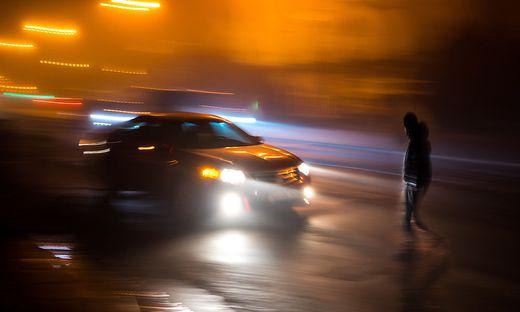 Vor allem bei Dunkelheit müssen Autofahrer besonders aufmerksam sein und die Geschwindigkeit anpassen