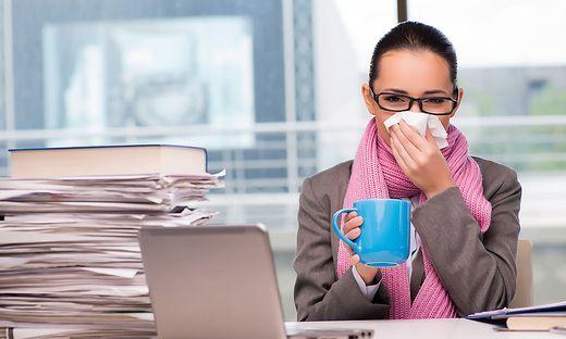 Krank zur Arbeit? Das könnte die Konsequenz sein, wenn Mitarbeiter selbst zahlen müssen