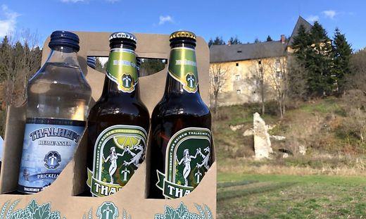 Aus 300 Meter Tiefe wird das Wasser für die Limonaden und Biere gewonnen. Das Schloss Sauerbrunn schützt die Quelle