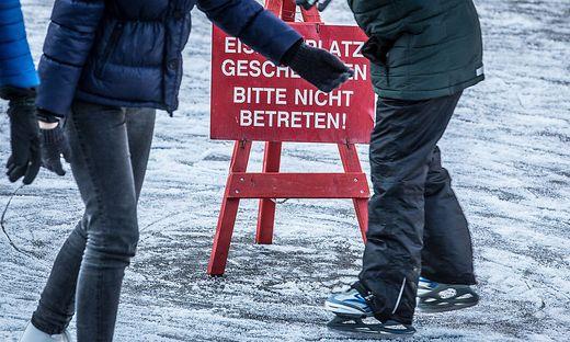 Was passiert, wenn Gäste trotz Covid-Verordnung Eisflächen betreten?