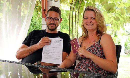Mit Humor nehmen Gert und Marjana Thomaser den erfolglosen Spießrutenlauf durch den Behördendschungel
