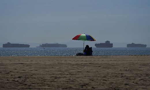 Vor Los Angeles stauen sich die Containerschiffe