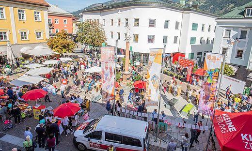 Rund 2000 Gäste feierten mit dem Regionalbüro Osttirol den 30. Geburtstag am Johannesplatz in Lienz