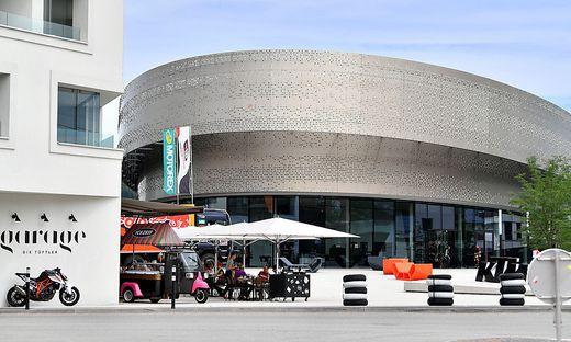 Linzer Unirektor über KTM Motohall: Showroom, kein Museum