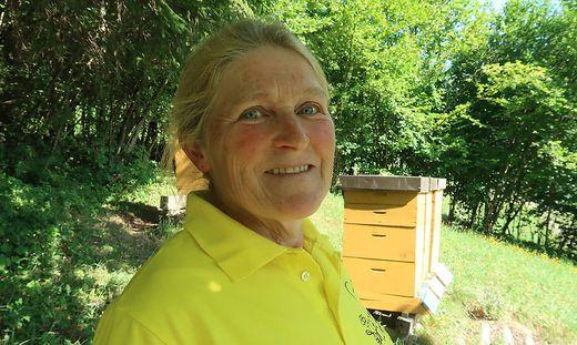 Maria Raith ist Obfrau des Bienenzuchtvereins Stanz