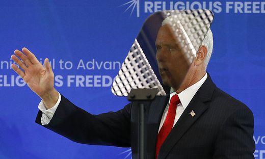 Vizepräsident Pence liest vom allgegenwärtigen Teleprompter: In den US wird bei politischen Reden nichts dem Zufall überlassen