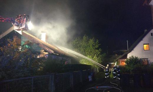 Kurz vor 22 Uhr rückten die umliegenden Feuerwehren zum Einsatz aus