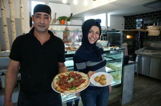 Koch El Kelfat Wald und Miteigentümerin Elif Devecier im Hungerhaus
