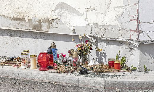 Zeichen der Trauer und der Fassungslosigkeit an der Unfallstelle