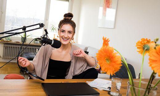 """Theresa Prisslan nimmt jede Folge ihres Podcastes """"Klartext"""" in ihren eigenen vier Wänden auf"""