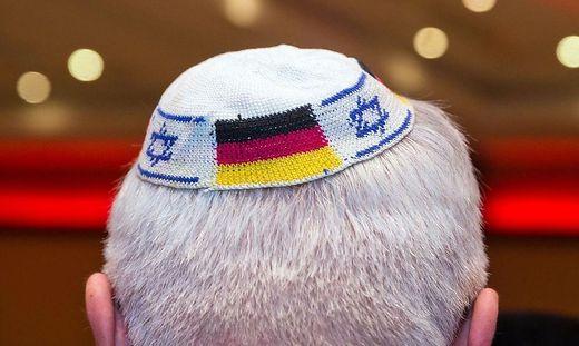 Fortschreitender Judenhass, der von verschiedenen Seiten ausgeht