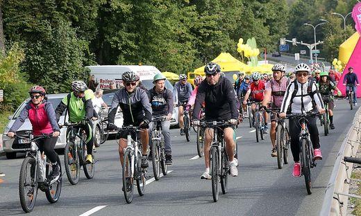 Die ersten Radfahrer machten sich um 9 Uhr auf den Weg