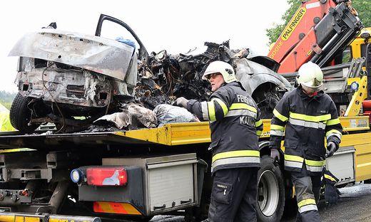 Unfall-Autos werden auf der Wrackbörse angeboten und verkauft