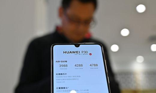 Mobilfunker sind bei Huawei-Geräten zögerlich