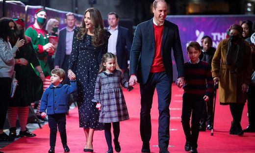 Prinz William und Herzogin Kate besuchen mit ihren Kindern eine Pantomime-Vorstellung in London