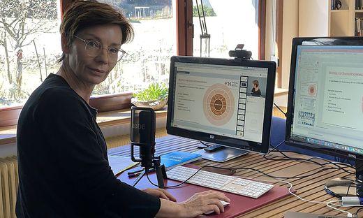Die Betriebswirtin Ursula Liebhart lehrt von ihrem Homeoffice aus – mit großer Motivation