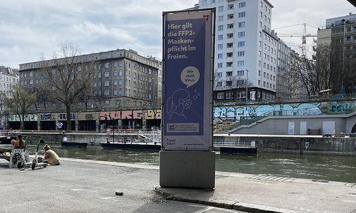Hinweise auf die Maskenpflicht sind am Donaukanal rar gesät.
