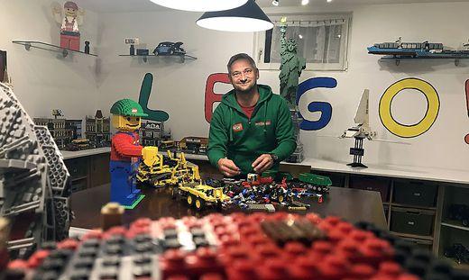 In seinem Keller bauen Josef Friedl und sein Team die verschiedensten Lego-Kreationen zusammen