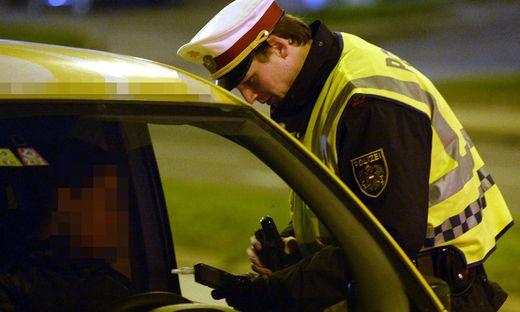 WIEN: SCHWERPUNKTAKTION DER POLIZEI GEGEN D�MMERUNGSEINBR�CHE, ALKOHOLS�NDER UND DROGEN
