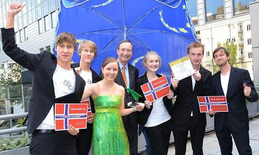 Daumen hoch! Georg Frauscher (rechts) mit einem der erfolgreichen Teams 2010 in Oslo